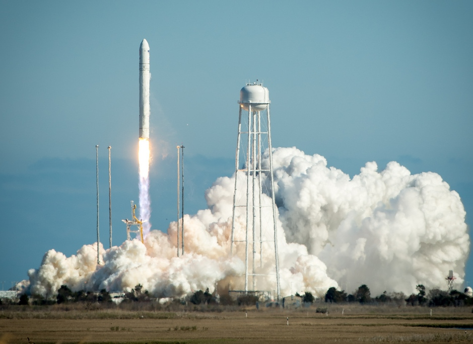 antares launch 2013